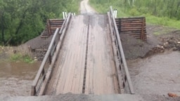 Мост в Забайкалье, разрушенный паводком