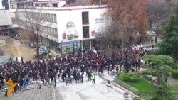 Студентите со масовно НЕ за владиниот државен испит