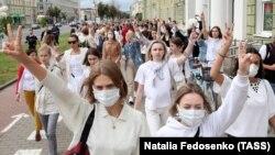 Minsk: Femeile împotriva violenței poliției, protest în capitala Belarus, 12 august 2020