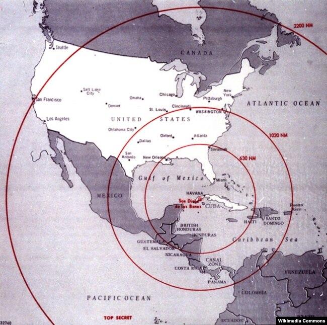 """Американская карта радиуса действия разных типов советских ядерных ракет, которые Москва планировала разместить на Кубе. Эта ситуация стала в 1962 году причиной """"карибского кризиса"""", поставившего мир на грань ядерной войны"""