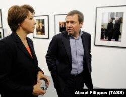 Valentin Yumashev (djathtas) dhe gruaja e tij Tatyana Dyachenko, vajza e Boris Yeltsin, thuhet se kanë qasje në nivelet më të larta të pushtetit në Rusi.