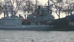 Захоплені Росією українські кораблі тримають у Керченському порту – відео