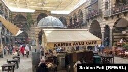 Avlu, cafeneaua ONG-ului care salvează femei.