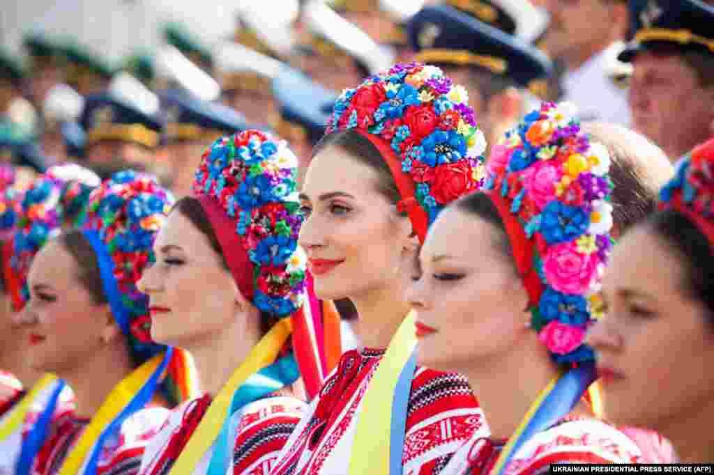 Жанчыны ў традыцыйнай украінскай вопратцы на парадзе ў гонар Дня Незалежнасьці