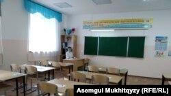 Дежурный педагог в гимназии № 67 в Нур-Султане. 27 августа 2020 года.