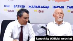 Саматбек Ибраев и Владимир Фролов выступают в эфире парламентского радио.