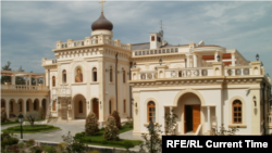 За даними журналістів видання Readovka, резиденція належить Московській патріархії, а особистою дачею патріарха вона стала за 22 мільярди рублів