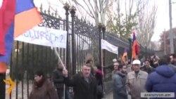 Ցուցարարները պահանջեցին դեմ քվեարկել ԵՏՄ-ի վերաբերյալ փաստաթղթին