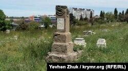 Надпись вандалов на памятнике