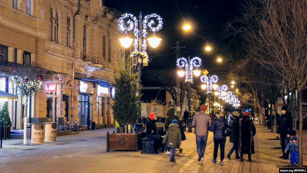 На вулиці Пушкіна дещо інша картина, але також усе світиться