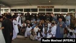 په بلوچستان اسمبلۍ کې د اپوزېشن پارلماني مشر ملک سیکندر ایډوکېټ وویل چې د راتلونکي کال لپاره په بجټ کې د دوی سکیمونه نه وو شامل کړل شوي نو ځکه دوی احتجاج ته مجبور شو.