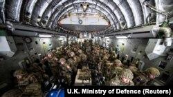 ბრიტანეთის სამხედრო ძალები ჩავიდნენ ქაბულში, ავღანეთში, რათა ქვეყნის დატოვებაში დაეხმარონ ბრიტანეთის მოქალაქეებს, თალიბანის მიერ პრეზიდენტის სასახლეზე კონტროლის აღების შემდეგ. 15 აგვისტო, 2021.