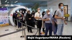 Tehranda vaksin növbəsi