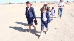 В школу три километра пешком по бездорожью