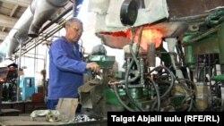 Майлуу-Сууйский ламповый завод.