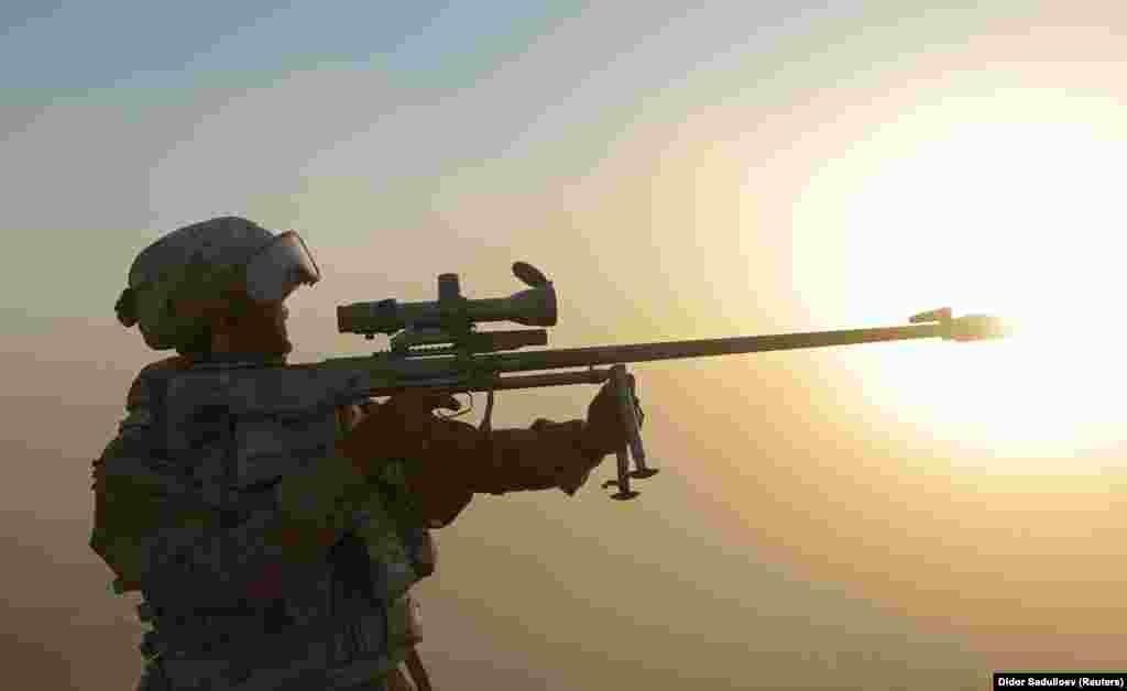 A gyakorlatozók új orosz lőfegyvereket, lángszórókat és légvédelmi rakétavetőket használtak.