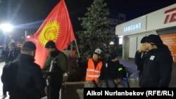 Бишкек. Элдик кошуундун ыктыярчылары.