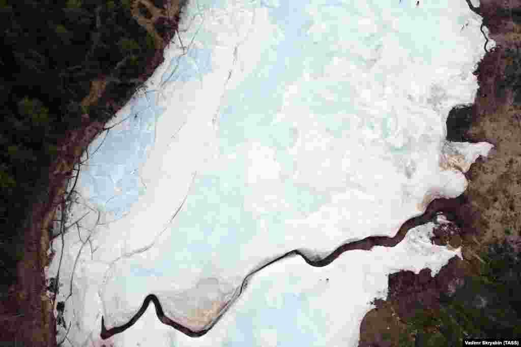 Ледник и источники под ним – уникальный источник воды для этой местности