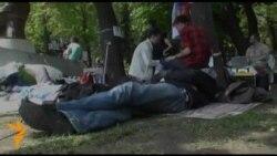 "Участники лагеря ""ОккупаАбай"" на Чистых прудах. 12 мая."