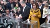 Porošenko i Zelenski glasaju u drugom krugu
