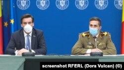 România - Medicul Valeriu Gheorghiță (dreapta) coordonatorul campaniei de vaccinare