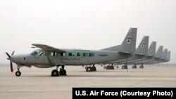 شماری از هواپیماهای مراسلاتی و ارتباطی سسنا ۲۰۸ تیپ هوایی کابل به تاجیکستان و شماری دیگر به ازبکستان منتقل شدند