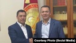 И. о. президента Кыргызстана Садыр Жапаров (слева) и бывший премьер-министр Кыргызстана Омурбек Бабанов.