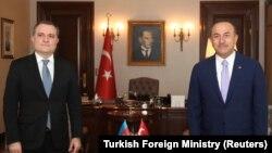Ադրբեջանի և Թուրքիայի արտգործնախարարներ Ջեյհուն Բայրամովն ու Մևլութ Չավուշօղլուն, Անկարա, օգոստոս, 2020թ.