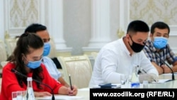 20 июля на брифинге в здании администрации Андижанской области участвовали более двадцати журналистов.