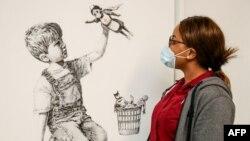 حراجی کریستی میگوید که قیمت پرداخت شده برای این نقاشی یک رکورد جهانی برای بنکسی محسوب میشود.