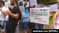 Акция протеста граждан Туременистана в Вашингтоне, 28 июня, 2020.