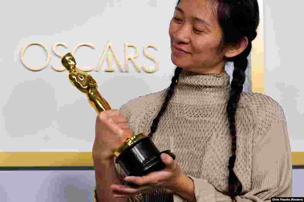 Chloe Zhao lett a legjobb rendező és mozija, A nomádok földje kapta a legjobb filmnek járó szobrot is.