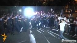 Ոստիկանությունը ցրեց ցույցը, բացեց Բաղրամյան պողոտան