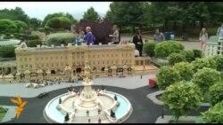 Історію народження наступника британського престолу склали з цеглинок Lego