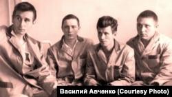 Раненые пограничник в госпитале. Третий слева – Виталий Бубенин