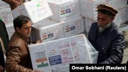 افغانستان سره تر دا مهاله ۵۰۰ زره ډوزه واکسین هندوستان مرسته کړې.
