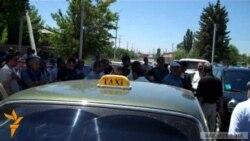 Գյումրիում բողոքում են տաքսու վարորդները