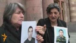 Զոհված զինծառայողների ծնողները բողոքում են
