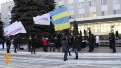 У Луганську пікетували обласне управління МВС
