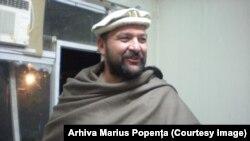 Marius Popența îmbrăcat în haine de afgan în timpul misiunii de un an sub egida ONU