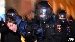 Жестоки судири со полицијата на демонстратите кои изразија поддршка на притворениот критичар на Кремљ Алексеј Навални