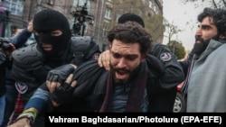 Задержание протестующих в Ереване. 20 ноября 2020 года.
