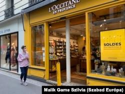 Boulogne bevásárlóutcáján minden üzletben akciók várják a vevőket