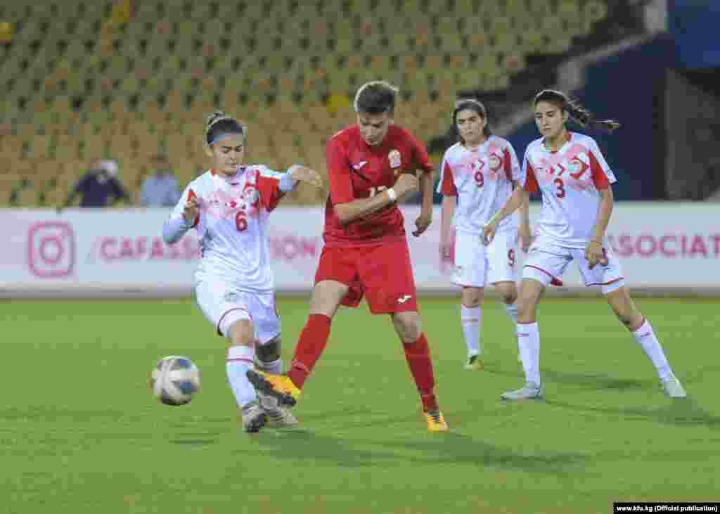 Кыргызстандык оюнчулар тажикстандык атаандаштарын 3:0 эсеби менен утуп алды. Бир голду Татьяна Казначеева, эки топту Адинай Дүйшөбаева киргизип дубль жасады.