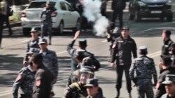 Ескалація конфлікту у Єревані: масові сутички між протестувальниками і силовиками (відео)