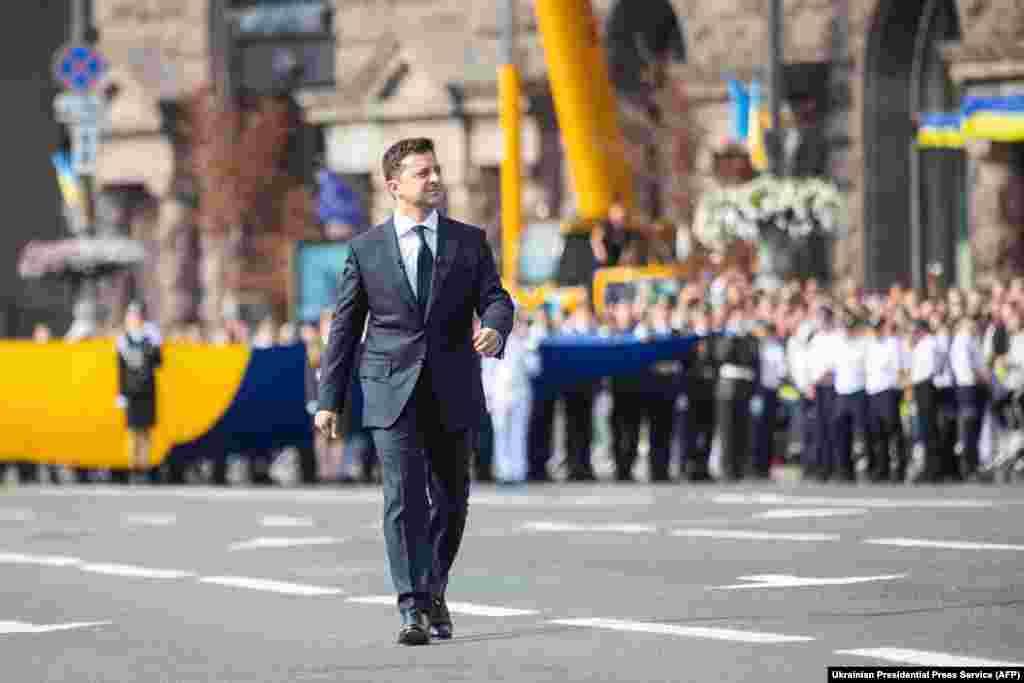 Прэзыдэнт Украіны Ўладзімір Зяленскі прыбывае на парад у гонар Дня Незалежнасьці