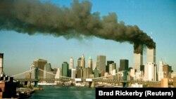 Барымтага алынган учактар урунган кош мунара. Ньюй-Йорк. 11-сентябрь, 2001-жыл.