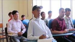 60-летний афганский туркмен учится в университете