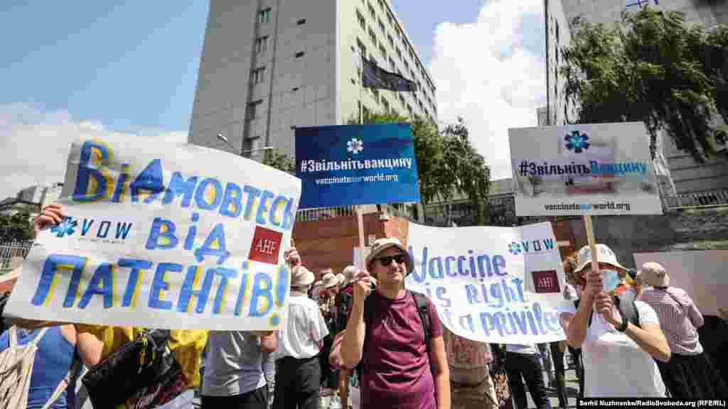 Активісти біля представництва ЄС в Україні