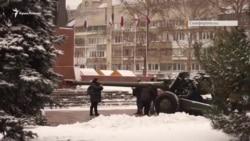 «Грады», миномет и автоматы: 23 февраля в Симферополе (видео)